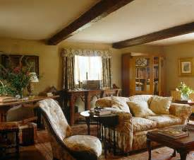 bloombety cottage style decorating with floral chintz graces this english cottage interior design pinterest chic wallpaper