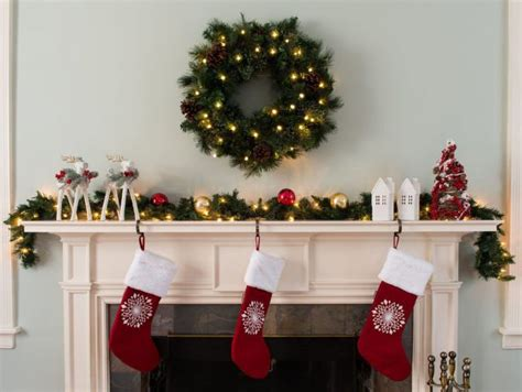 decorate  mantel  christmas simplemost