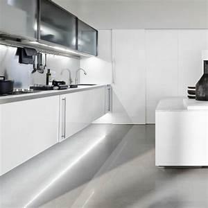 Cuisine design blanche en 50 idees elegantes for Kitchen colors with white cabinets with pliage de serviettes en papier