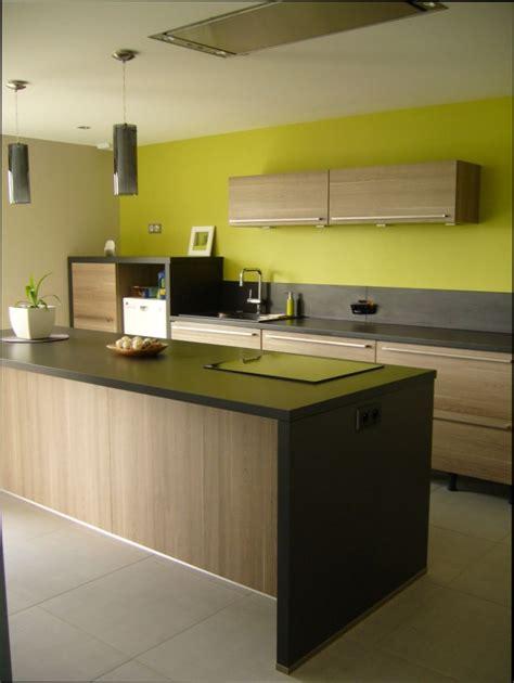 table de cuisine alinea cuisine bois couleur mur pour cuisine en bois