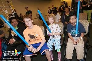 Star Wars Luke Skywalker actor Mark Hamill visits Children ...