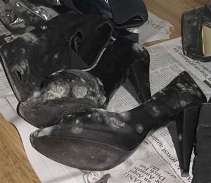 Nettoyer Cuir Moisi : comment enlever des taches de moisi sur vos chaussures maison astuces entretien nettoyer ~ Medecine-chirurgie-esthetiques.com Avis de Voitures