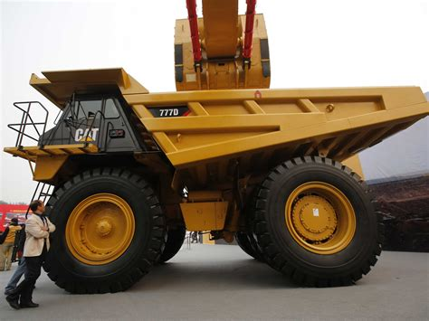 people who sell caterpillar equipment have some great