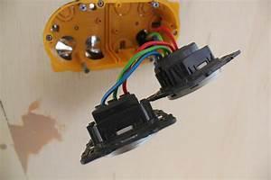 Branchement D Une Prise : electricit c t espace de vie poimobile fourgon am nag ~ Dailycaller-alerts.com Idées de Décoration