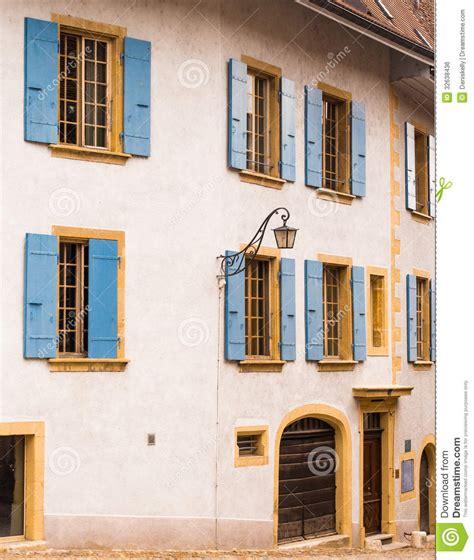 Haus Mit Fensterläden, Die Schweiz Lizenzfreies Stockbild