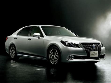 toyota crown majesta athlete  hybrid  series
