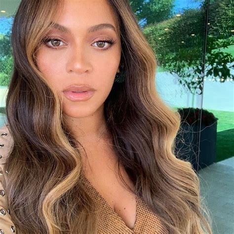 Beyonce's Hair Color With Money Piece Highlights ...