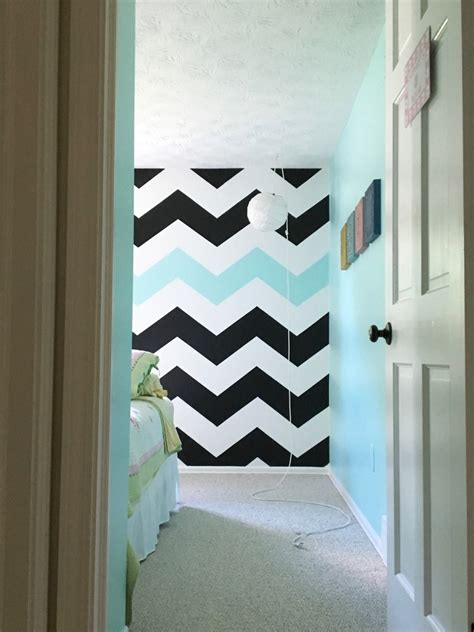 wall painting designs black and white easy tutorial on how to paint chevron stripes black Bedroom
