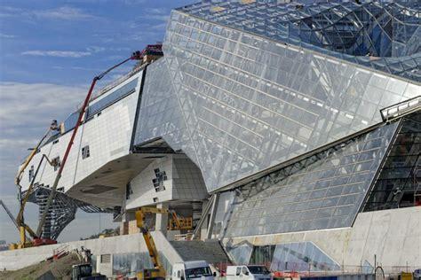 musee moderne lyon mus 233 e des confluences by coop himmelb l au nears completion