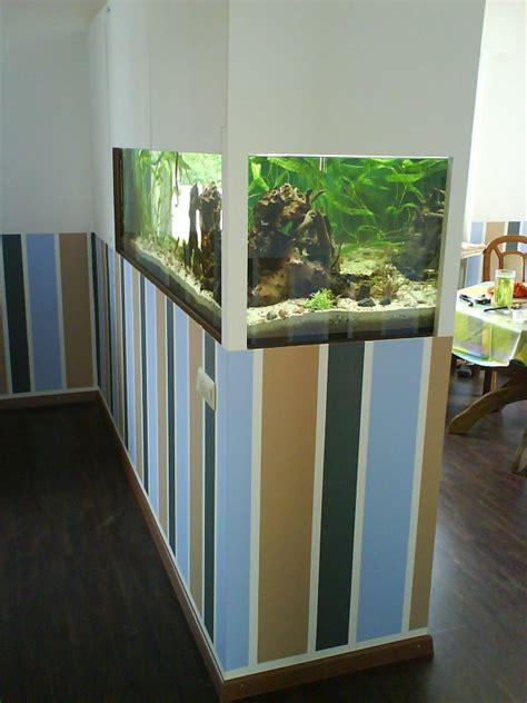 Aquarium An Der Wand by Aquarium Als Raumteiler Benutzen 26 Beispiele