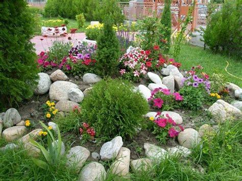 blumenbeet gestalten mit kies 1001 ideen zum thema blumenbeet mit steinen dekorieren