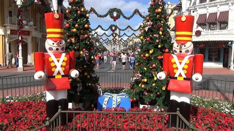 christmas decorations  magic kingdom  garland toy