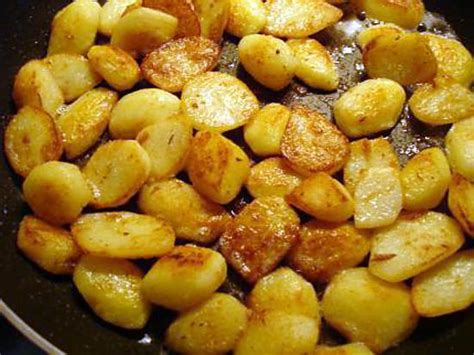 cuisiner pomme de terre nouvelle recette de pommes de terre nouvelle sautée à la poêle