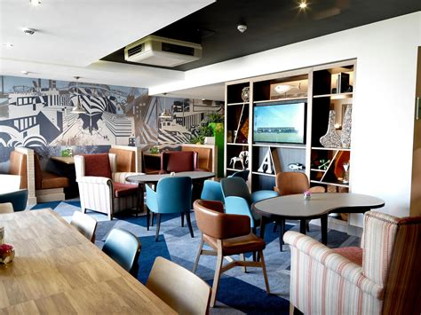Holiday Inn Plymouth Hotels  Holiday Inn Plymouth  Hotel. Hotel Panorama. Oberprenner Hotel. The Dove Cote. Holiday Inn Tianjin Aqua City. Hotel Theatrino. Vila Codrin Neptun Olimp Hotel. Rydges Lakeside Hotel Canberra. Villa Sonnwend Hotel Garni