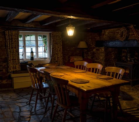 A cozy English cottage dining room CozyPlaces