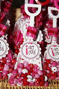 Cute Food For Kids?: Valentine's Day Treat Bag Ideas