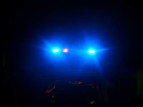 Datei:Blaulicht.Dunkelheit ? Wikipedia