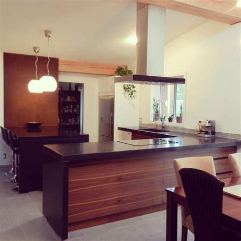 comptoir ilot cuisine magnifique cuisine avec comptoir îlot en béton poli noir
