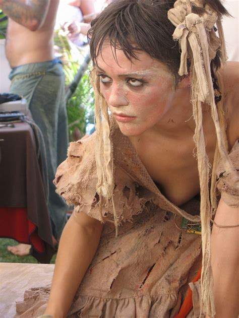 asiatische downblouse candid
