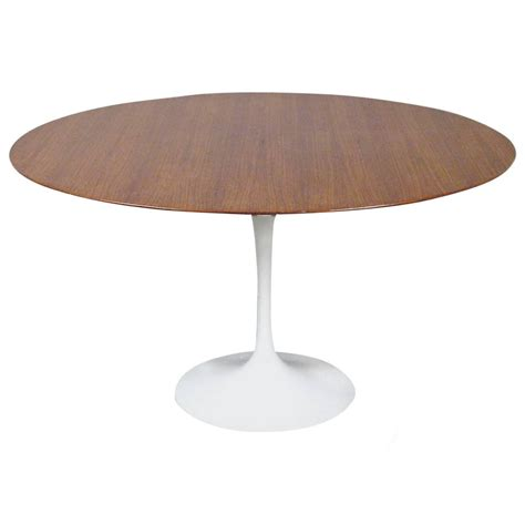 tulip table eero saarinen quot tulip quot dining table by knoll circa 1960