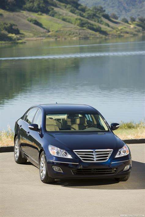hyundai genesis wins 2009 american car of the year award