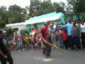 Enrique Iglesias jugando vitilla - YouTube