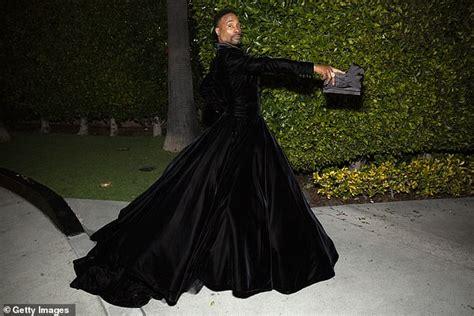 Oscars Red Carpet Pose Star Billy Porter Stuns Tuxedo