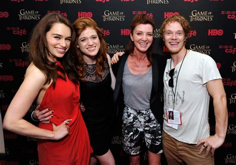 Are Emilia Clarke and Rose Leslie Friends? | POPSUGAR ...