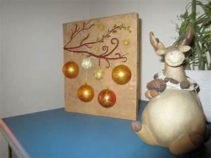 Bild Auf Holz : beleuchtetes bild mit weihnachtskugeln auf holz handmade kultur ~ Frokenaadalensverden.com Haus und Dekorationen