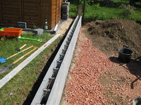 mauer bauen fundament eine st 252 tzmauer aus beton schalungssteinen zum h 246 henausgleich wir bauen dann mal ein haus