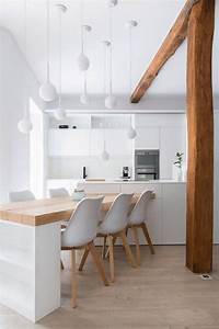 La cuisine blanche et bois en 102 photos inspirantes for Deco cuisine avec chaise blanche pied bois