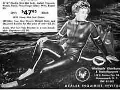Women scuba divers in ...