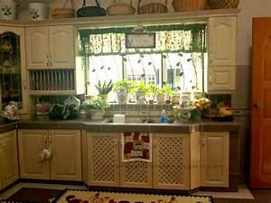 English Kitchen: English Country Kitchen Cabinet