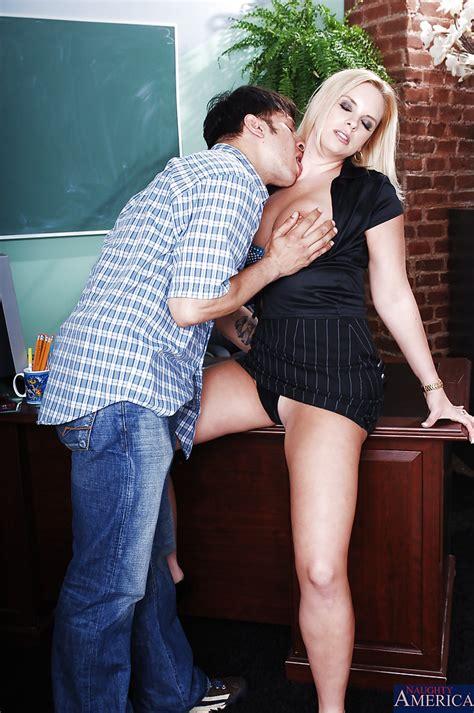 Mature Teacher With Big Ample Ass Seduces Her Student To