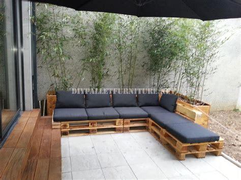 canape exterieur en palette 2 canapés d extérieur construits avec des palettes et le