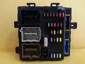 2005 Ford Freestyle Smart Junction Box Fuse Block Panel