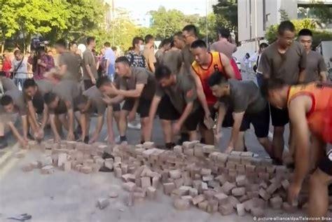 tentara cina turun  jalanan hong kong republika