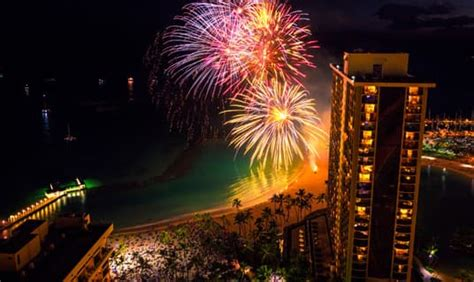 hilton hawaiian village friday fireworks
