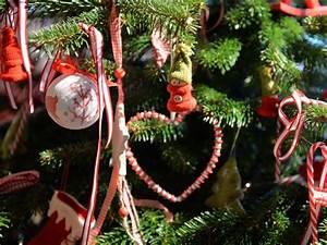 Deko Im Trend : weihnachtsbaum deko im trend sind wald und wild mit karos ~ Orissabook.com Haus und Dekorationen