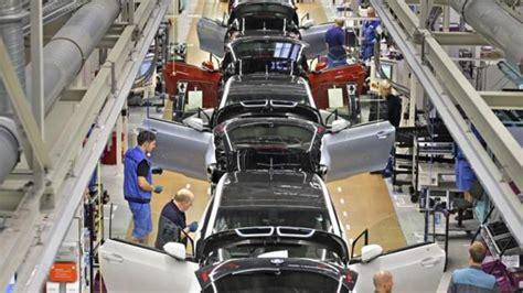 bmw interrumpe la produccion en varias fabricas por la