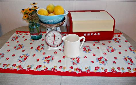retro vintage kitchen accessories vintage kitchen decor 171 cornbread beans quilting and decor 4835