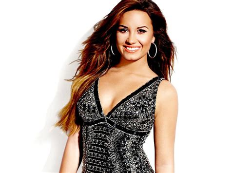 demi lovato hot height  weights