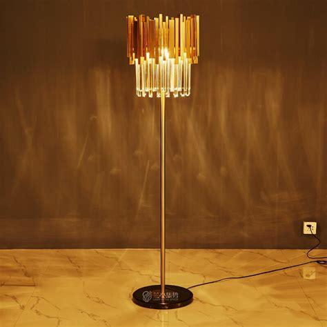 โคมไฟตั้งพื้น LUXURY - Commansfurniture