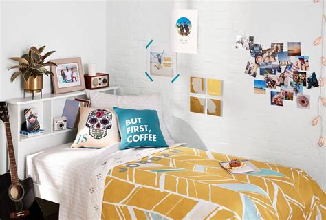 creative diy dorm decor ideas  liven   space