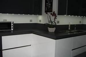 cuisine blanc laque et gris idees decoration interieure With charming meuble cuisine blanc laque 3 cuisine noir laque plan de travail bois cuisine idees