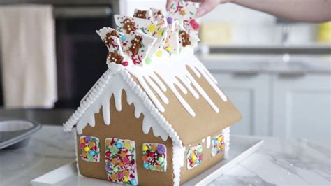 Decorating Ideas Gingerbread Houses by Gingerbread House Decorating Idea