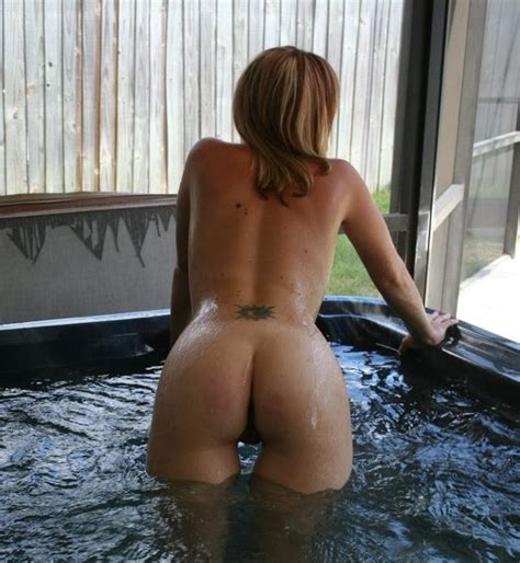 Naked Amateur Pics Hot Wife In A Hot Tub