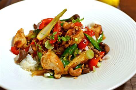 cuisine thailandaise facile poulet thaï sauté aux noix de cajou la recette facile et