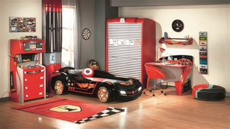 chambre cars complete le lit voiture pour la chambre de votre enfant archzine fr