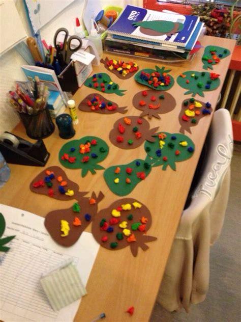 basteln mit krippenkindern kinderkrippe autumn activities  kids kindergarten und